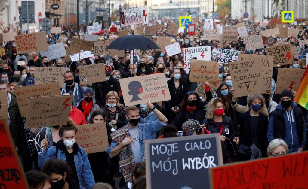 As mulheres e os jovens iniciaram uma revolução cultural na Polônia